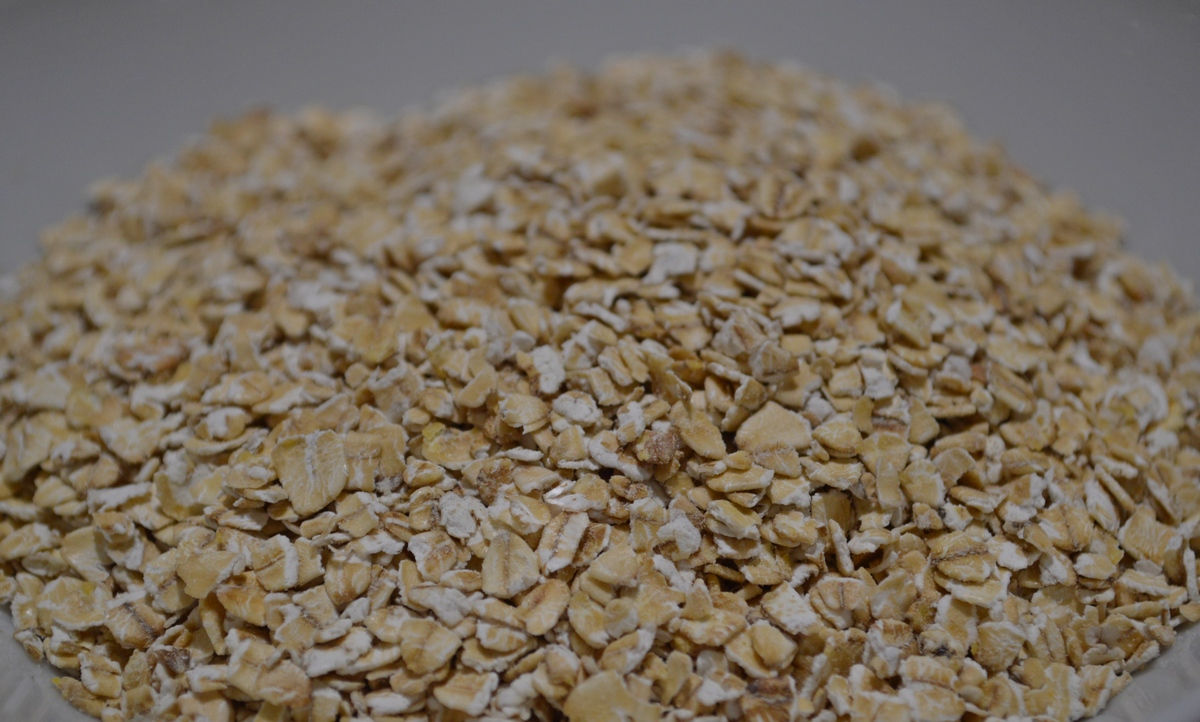 Oats are a great source of fiber with having 10 g fibre per 100 g